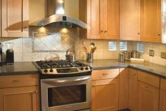 light_maple_kitchen_cabinets