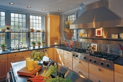 natural_maple_kitchen_cabinets